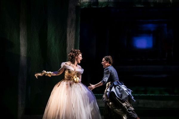 "Kathrin Hanak / INTO THE WOODS, ""Aschenputtel"" (mit Tina Haas) / Theater Trie"