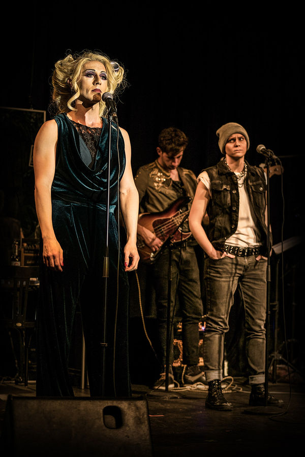"Kathrin Hanak / HEDWIG AND THE ANGRY INCH, ""Yitzhak"" (mit Michael Kargus und Sebastian Muhl) / Off-Musical Frankfurt"